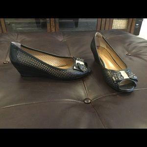 J.Renee women's open toe wedge, size 7W